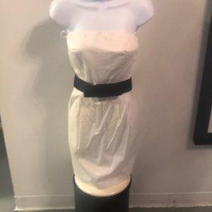 Dresses & Skirts - Strapless white dress